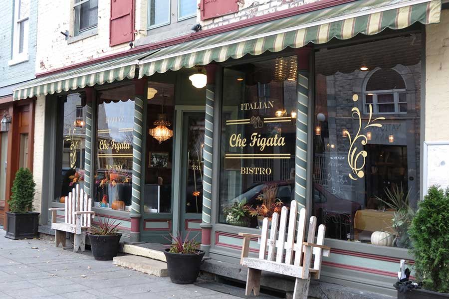 Shopping in local shops is just one of the many area attractions of Sleepy Hollow Lake in Athens NY