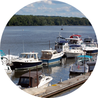 Local boating on the Hudson River is one of many area attractions near Sleepy Hollow Lake in Athens NY