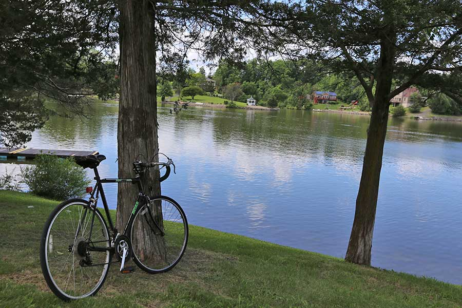 When not enjoying the lakefront lifestyle, ride around the beautiful lake on your bicycle